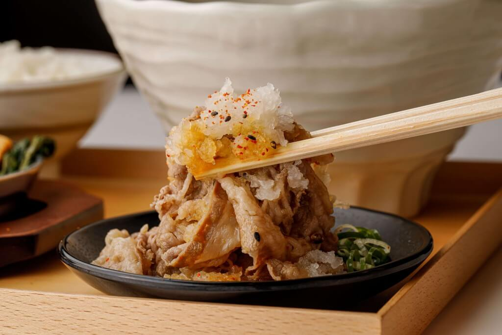 丸亀製麺の神戸牛づくし膳-神戸牛と大根おろしでさっぱりと味わう