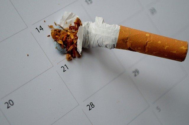 カレンダーとたばこ