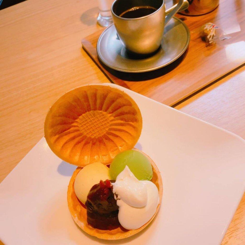 銀珈琲店(しろがねコーヒー店)の金時アイス最中