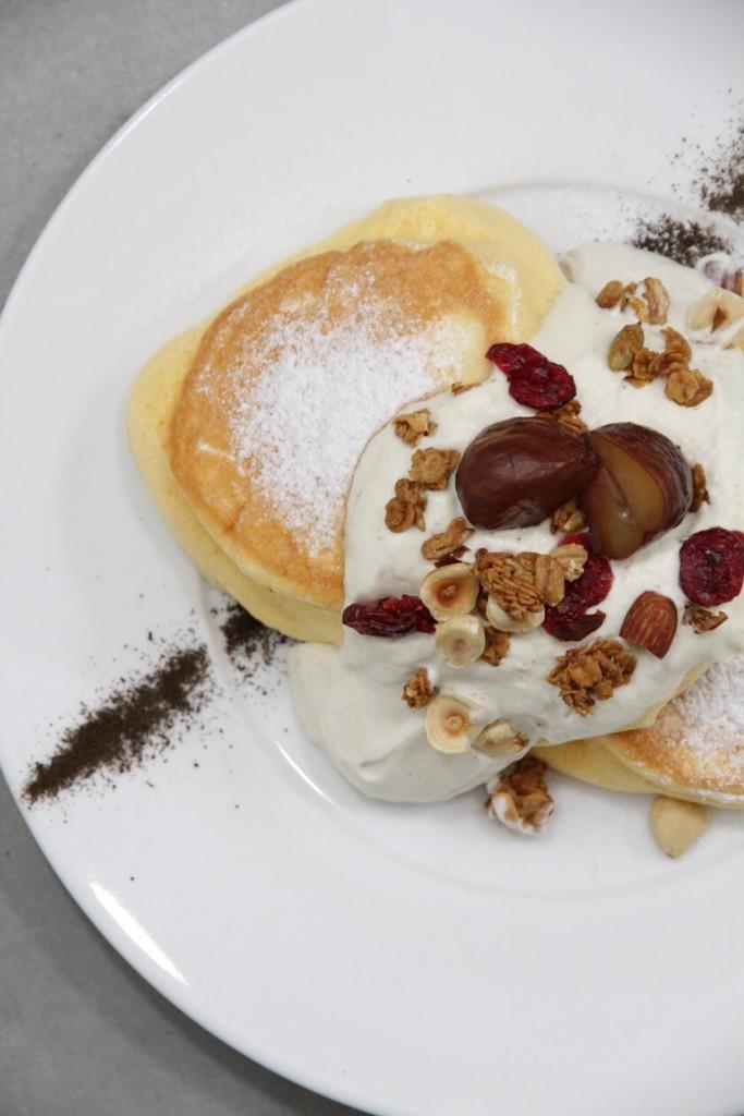 幸せのパンケーキ『国産和栗のモンブランホイップパンケーキ』