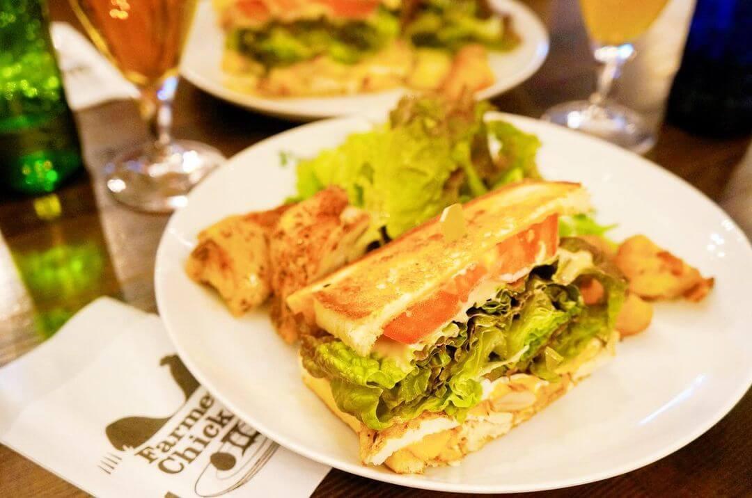 ファーマーズチキン 札幌山鼻店の『サンドイッチとチキンのコンボ』