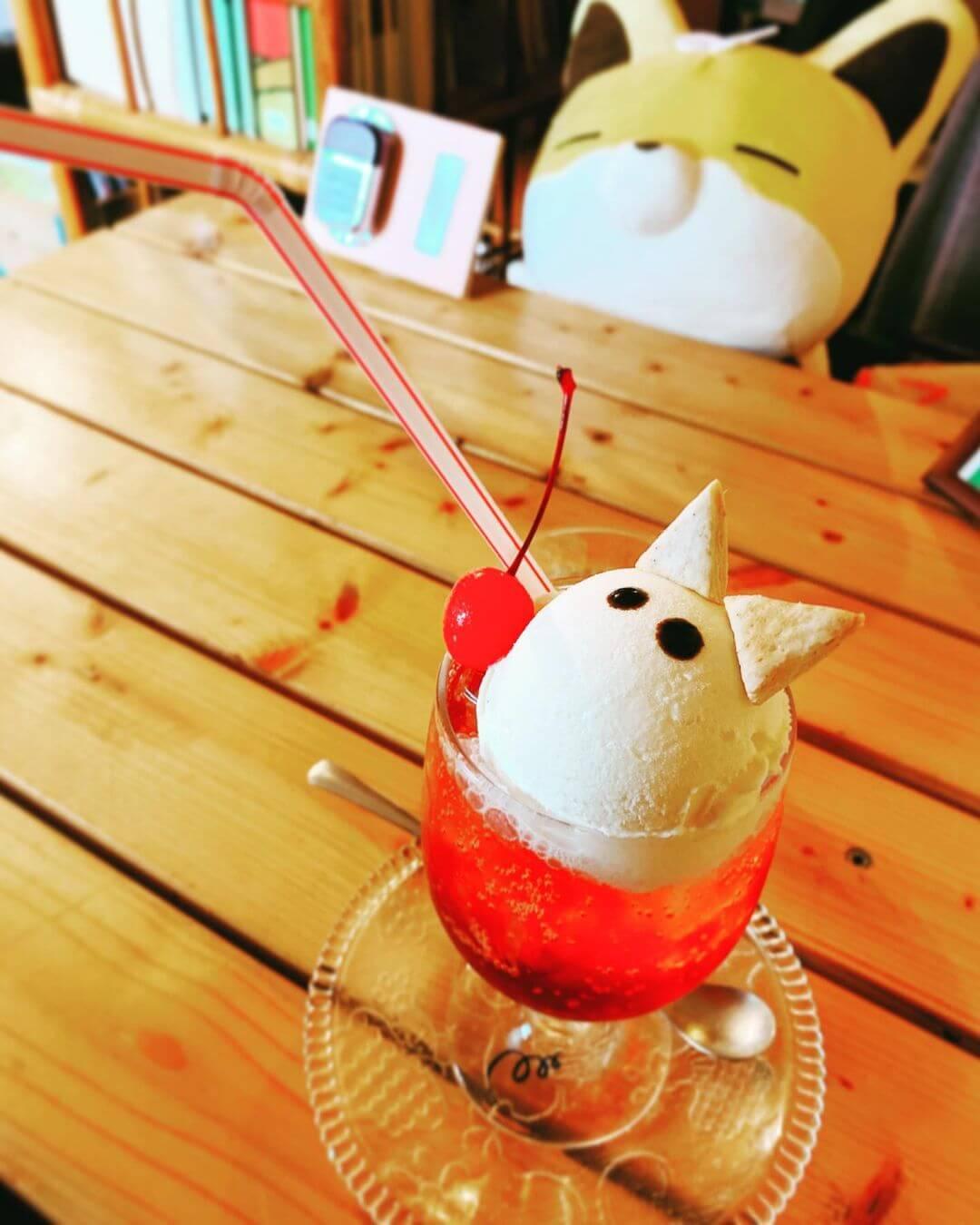 喫茶こんの『こんフロート(ハスカップ)』