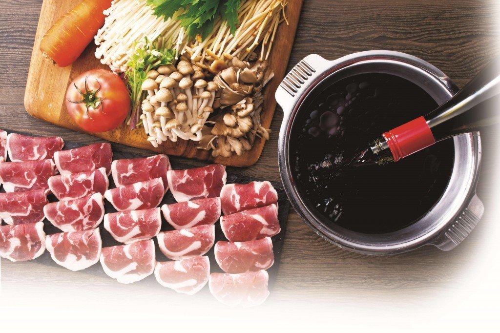 しゃぶしゃぶ温野菜の『トリュフ薫る赤ワイン鴨すき』と『炙り葱の極み鴨すき』