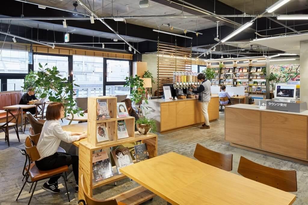 TSUTAYA 新道東駅前店のカフェラウンジ
