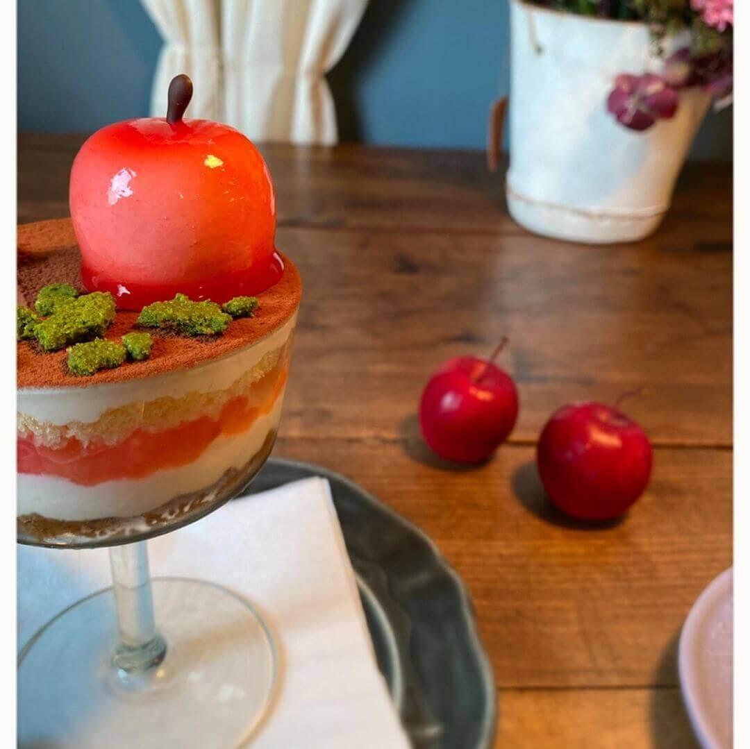 カフェ クゥクゥの『りんごのティラミス』