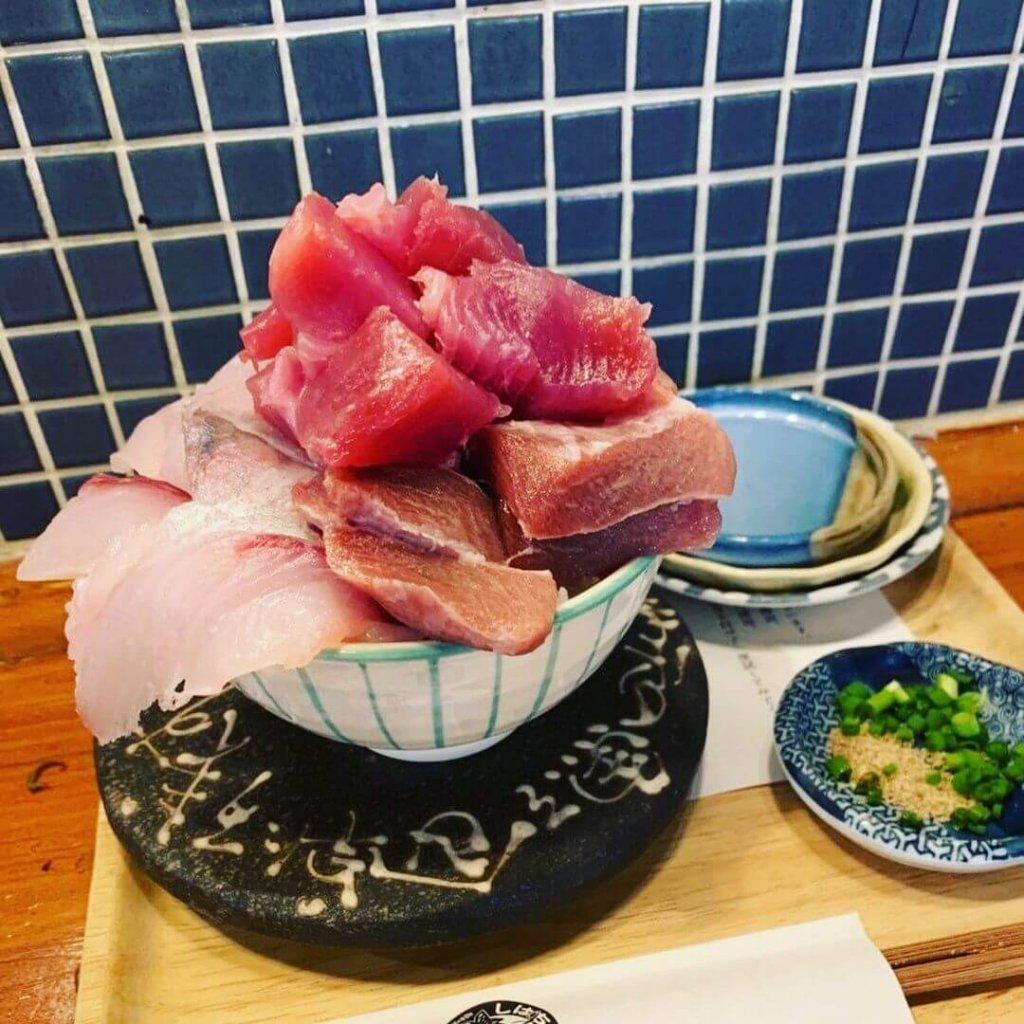 マグロパーラーの海鮮丼