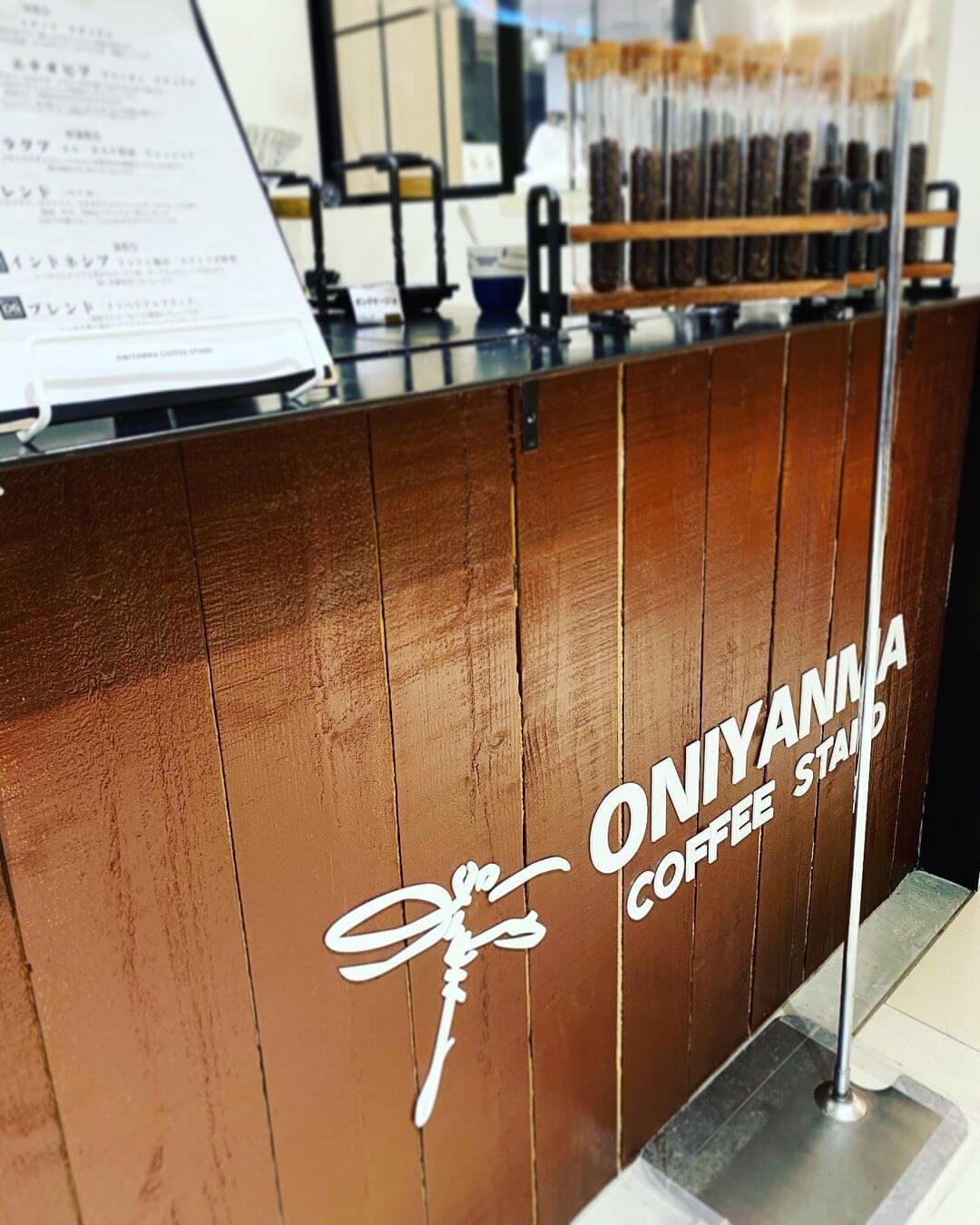 オニヤンマコーヒー スタンドの外観