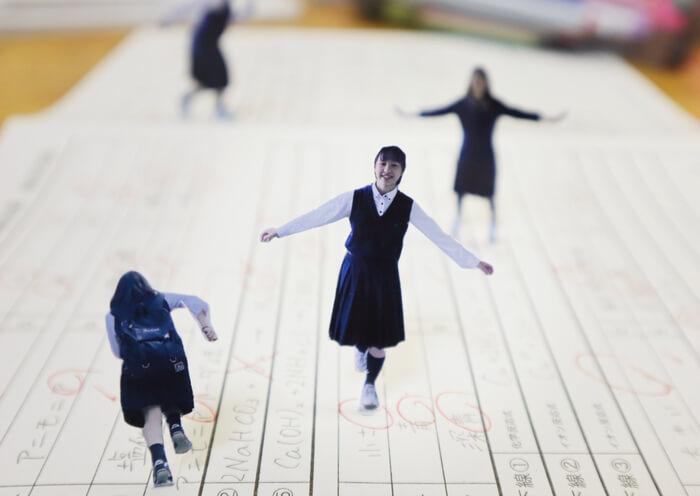 『写真甲子園作品展』-北海道ブロック代表-北海道旭川北高等学校「家の中のそとで」より