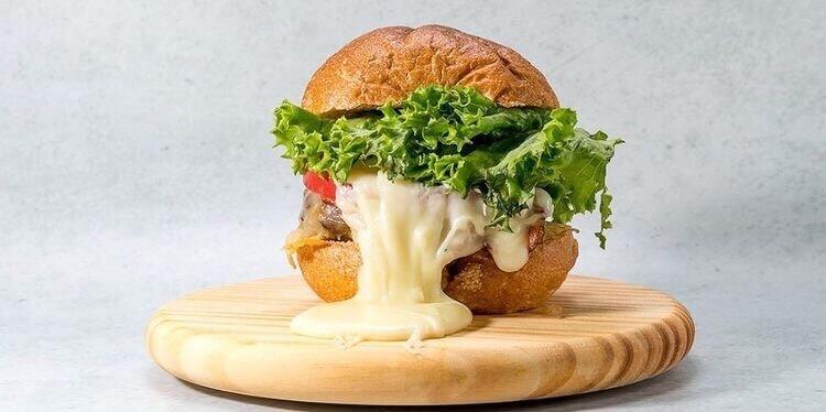 北海道和牛バーガーファクトリーの『チーズバーガー』