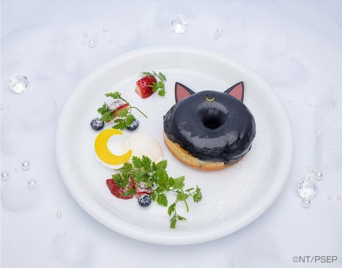 セーラームーンカフェ-Eternal-『ルナの黒ゴマペーストドーナツ』