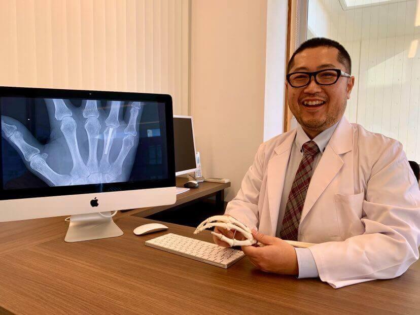 手の痛みクリニックの山田 哲生 医師