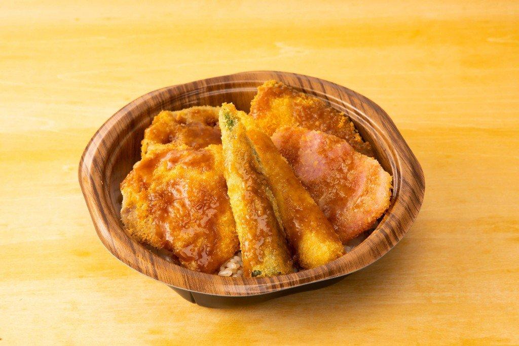 ローソン『野菜カツ丼(串カツ田中ソース使用)』