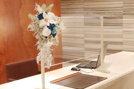札幌パークホテル冬のイルミネーション『パークブルー』-飛沫感染防止アクリルパーテーションの装飾