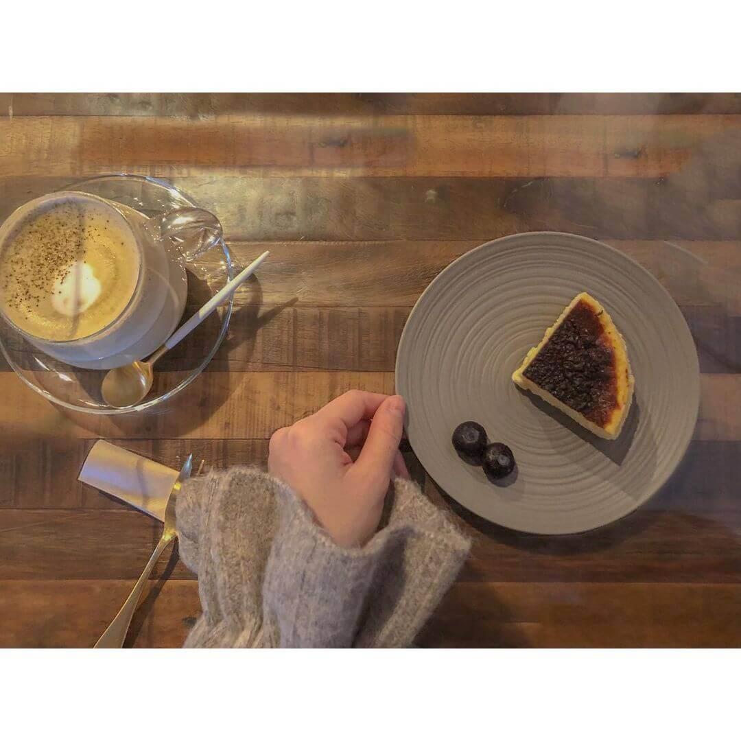 大人座 otonazaの『チーズケーキ』&『和紅茶(ホット)』