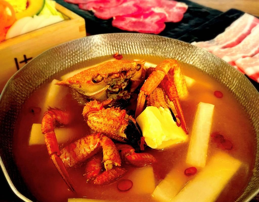しゃぶしゃぶれたす『蟹出汁たっぷり北海道産栗蟹と白味噌バター出汁で食べる 熟成豚食べ放題コース』