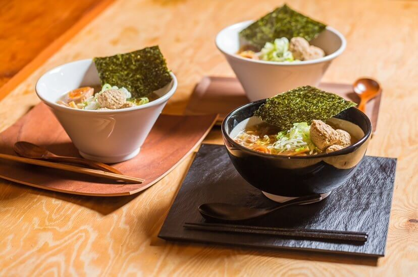 知床鶏麺chicken crest(チキンクレスト)の塩・醤油・味噌ラーメン