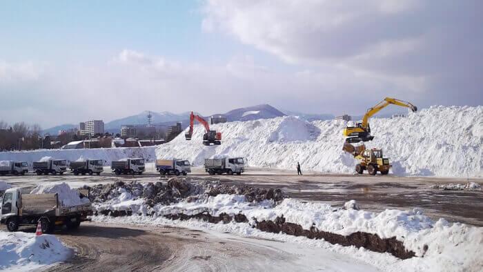 さっぽろウインターチェンジ 2021「Extreme Data Logger:都市と自然の記憶」-除雪された雪が運び込まれる雪堆積場