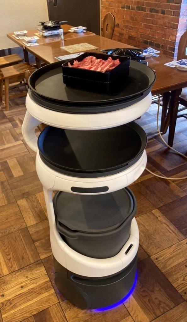 サッポロビール園に導入した配膳・運搬ロボット『Servi(サービィ)』
