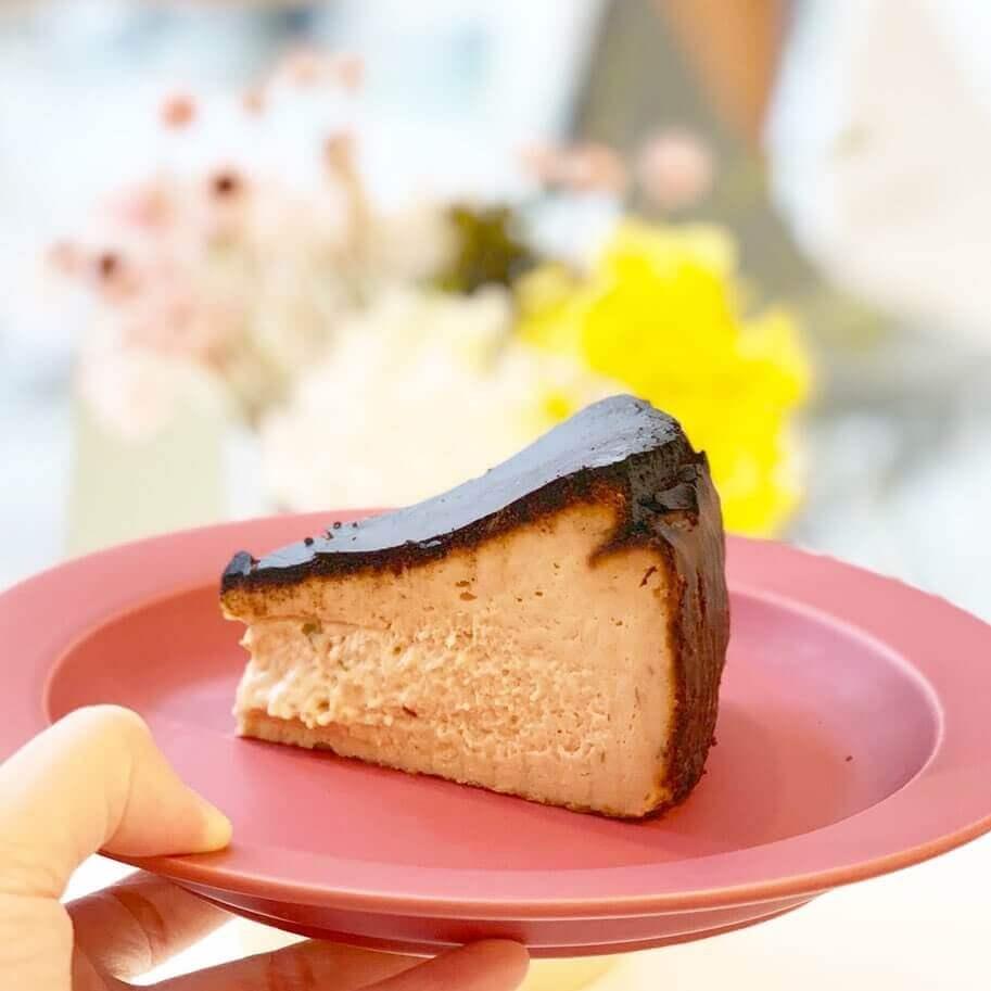 南19西16にあるジェラート&ベイクホワイトから『桜のバスクチーズケーキ』が復活販売!