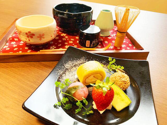 SAKURA定山渓 膳の『抹茶体験付のウェルカムスウィーツ』