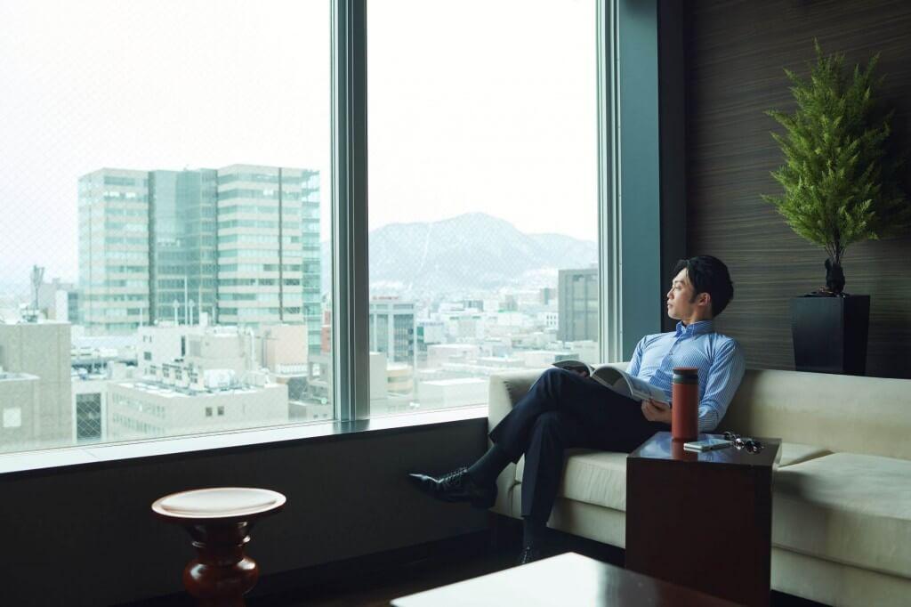 クロスホテル札幌『48H(時間)ステイプラン』-18階展望ラウンジ利用イメージ