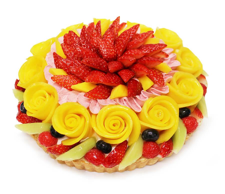 カフェコムサの『マンゴーローズと彩りフルーツのケーキ』