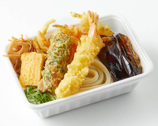 丸亀製麺の『丸亀うどん弁当』-3種の天ぷらと定番おかずのうどん弁当