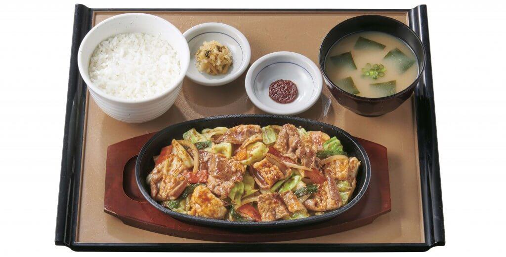 やよい軒の『牛カルビ&ホルモン味噌炒め定食』