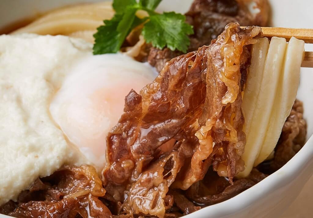 丸亀製麺『神戸牛と大和芋のとろ玉うどん』-打ち立てもちもちうどんと神戸牛の旨みの絡みが最高