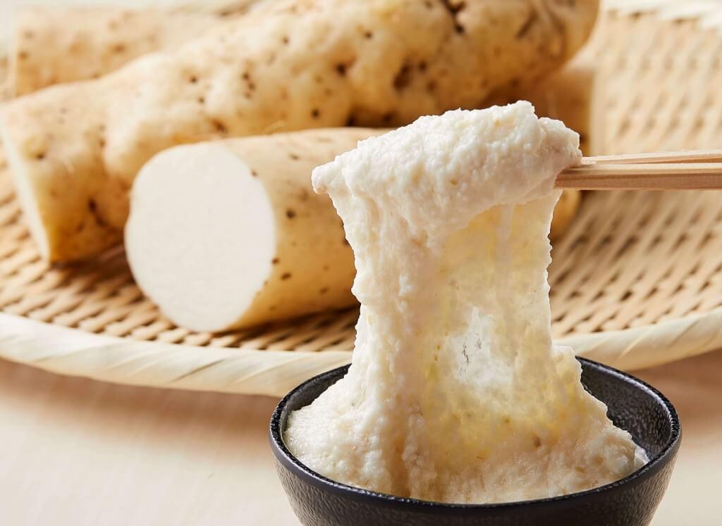 丸亀製麺『神戸牛と大和芋のとろ玉うどん』-滑らかな強い粘りが特徴の大和芋とろろ