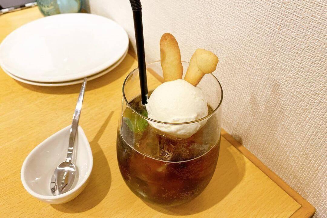 間借りカフェ coniglioの『ラムコークフロート』