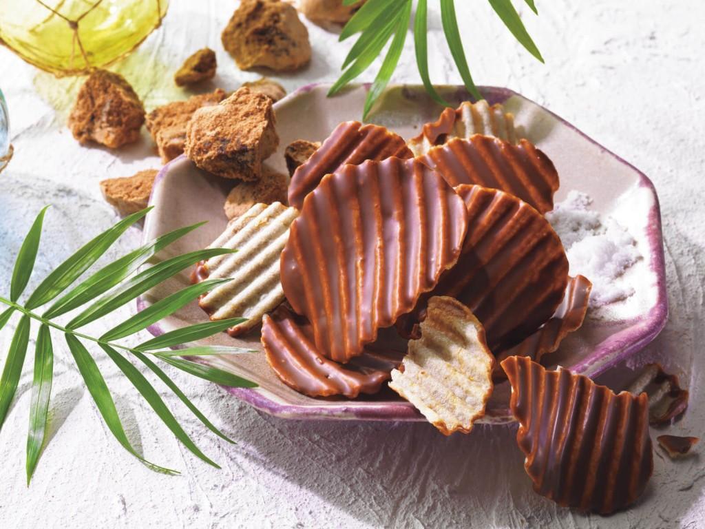 ロイズ「ロイズ石垣島」-ポテトチップチョコレート[黒糖キャラメル]