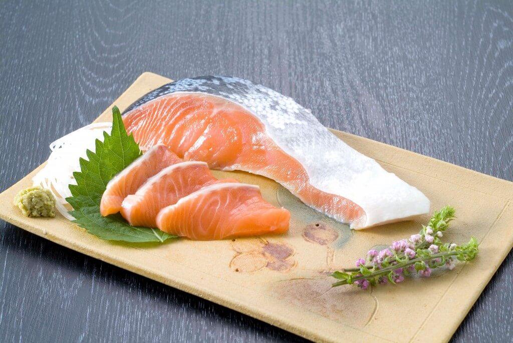 大丸札幌のライブショッピング『食で旅する北海道』-さしみ鮭焼き、刺身 2通りのおいしさ