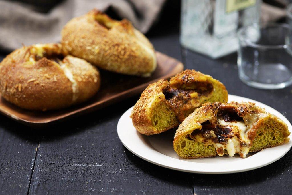 ハートブレッドアンティークの『キーマカリーのチーズフランス』