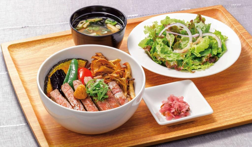 ロイヤルホストの『季節のご馳走フェア』-黒毛和牛ロースステーキ丼