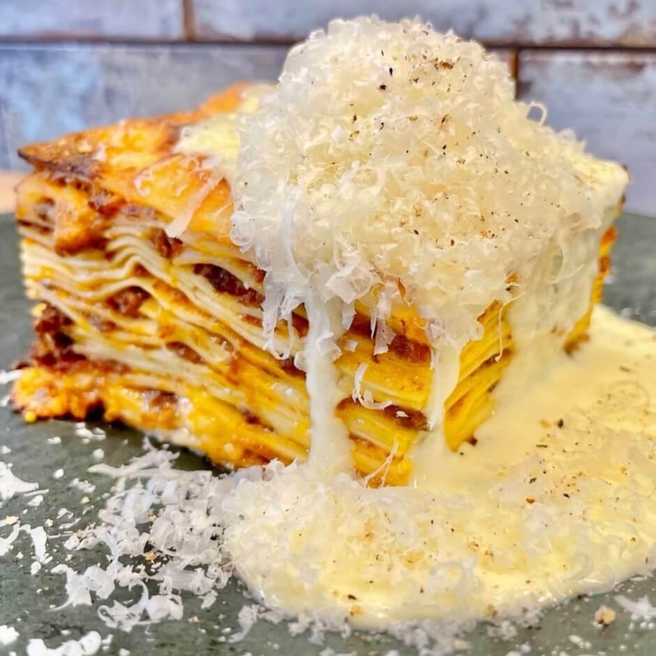 BRACERIA BAR BRIO(ブラチェリア バール ブリオ)の『ラザニア クワトロチーズ』
