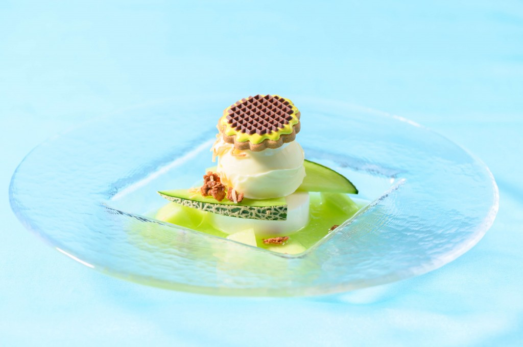 ANAクラウンプラザホテル札幌-Café Minamoの『ココナッツとバニラを浮かべたメロンのスープ仕立て』