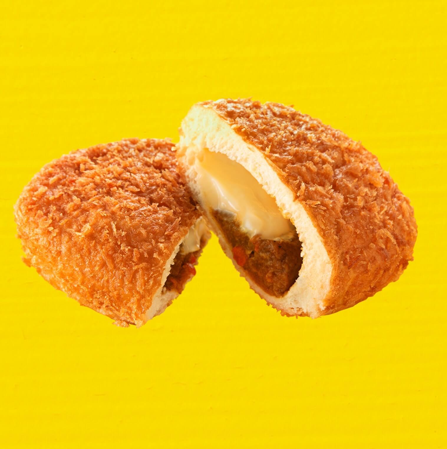 ファミリーマートの『ファミマ 夏のカレー祭り』-カレーハウスCoCo壱番屋監修 大きなチーズカレーパン