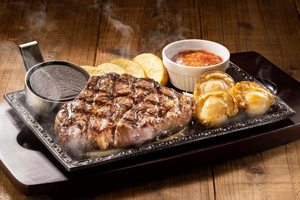 ステーキガストの『ウルグアイ産 厚切りビーフステーキ(約250g)&北海道産帆立グリル』