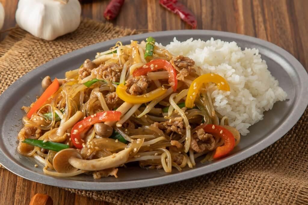 チャンゴン食堂の『チャプチェ丼』