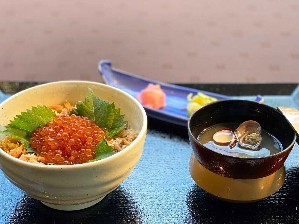 札幌ビューホテル大通公園-グリルブッフェ&レストラン・バー オードリーの『北海道産秋鮭と自家製イクラの親子丼』