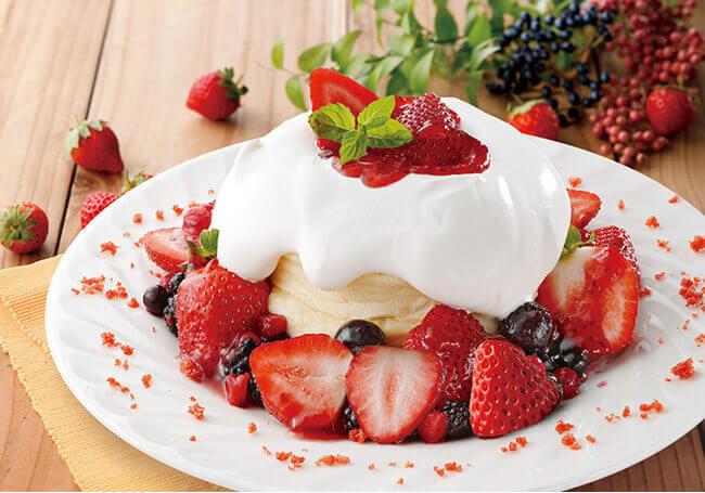 さかい珈琲の『ストロベリーとベリーのパンケーキ』