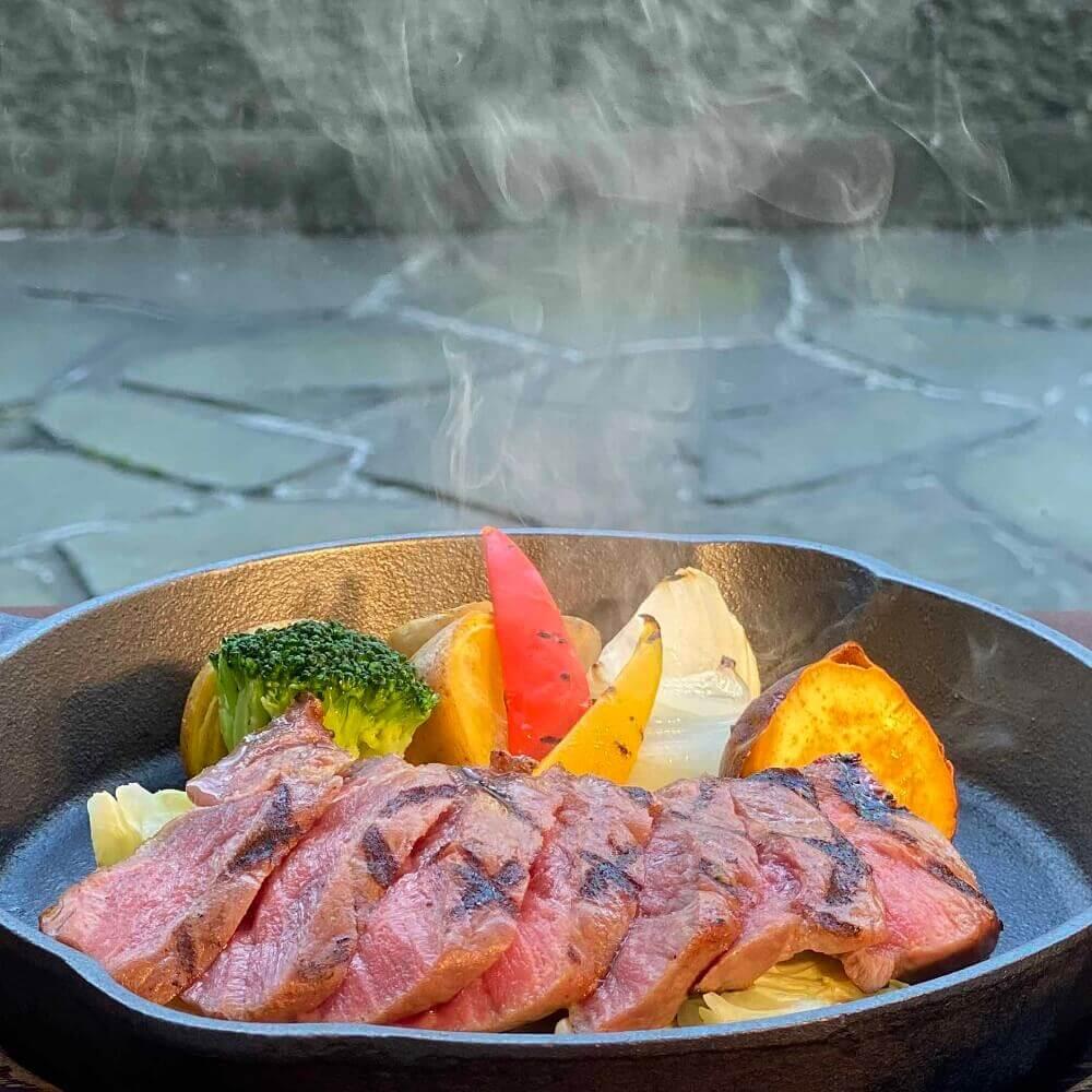 """札幌ビューホテル大通公園-グリルブッフェ&レストラン・バー オードリーの『""""十勝いけだ牛""""和牛サーロインの鉄鍋ステーキセット』"""
