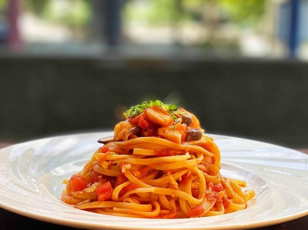 札幌ビューホテル大通公園-グリルブッフェ&レストラン・バー オードリーの『タラバ蟹と猿払産ホタテのリングイネ-フレッシュトマトとオマールのジュのソース』