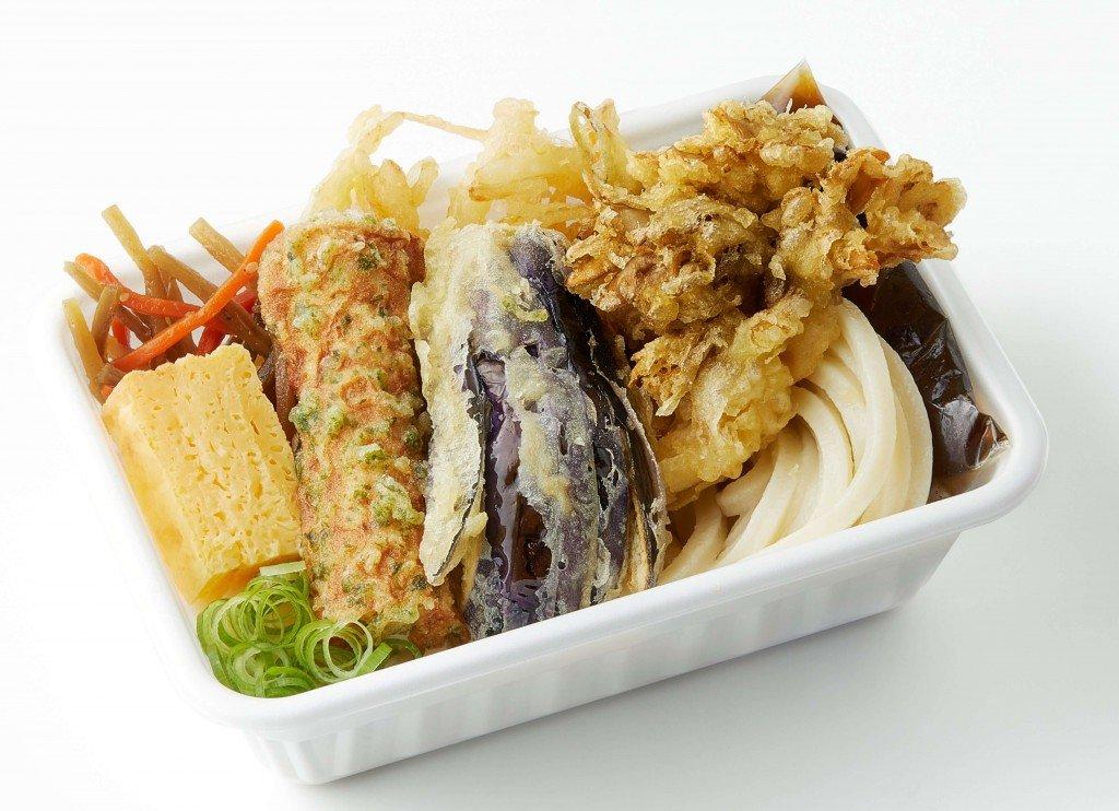 丸亀製麺の『秋野菜の天ぷらと定番おかずのうどん弁当』