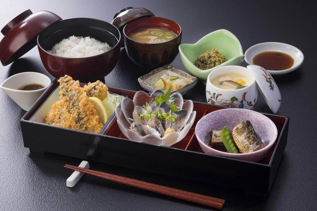北海道生まれ和食処とんでんの『旨いわし巴膳』