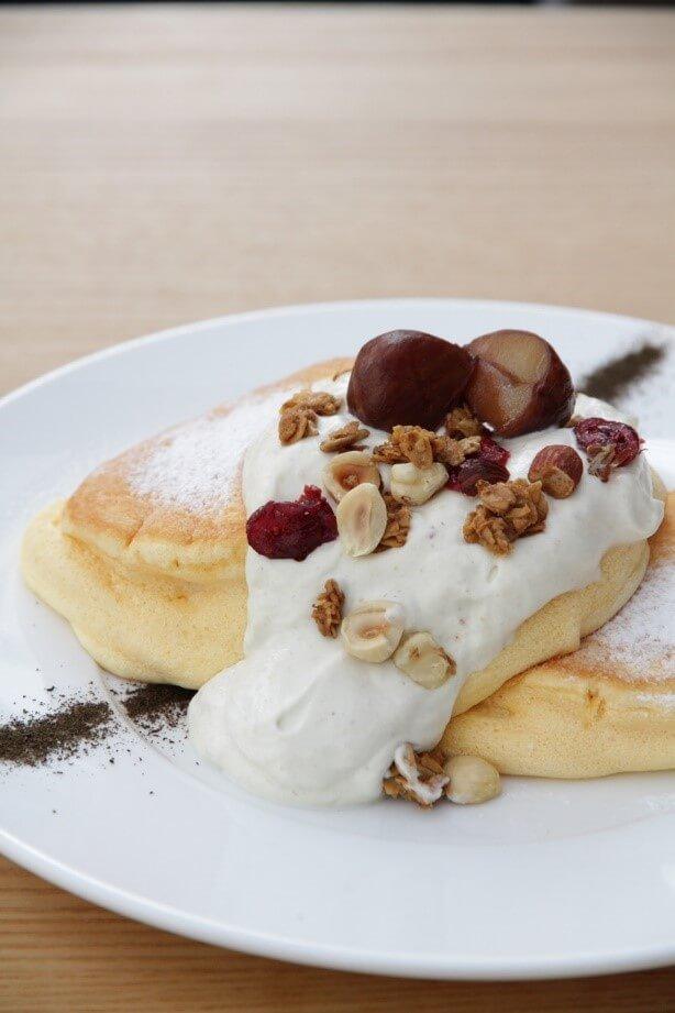 幸せのパンケーキの『国産和栗のモンブランホイップパンケーキ』