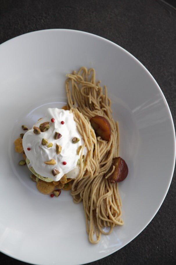 幸せのパンケーキの『ピスタチオと和栗モンブランの皿パフェ』