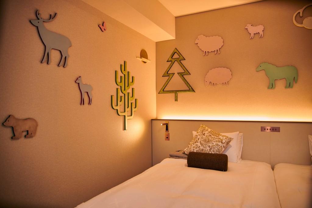 クロスホテル札幌の『プラスアートフェス2021』-昨年の客室展示の様子