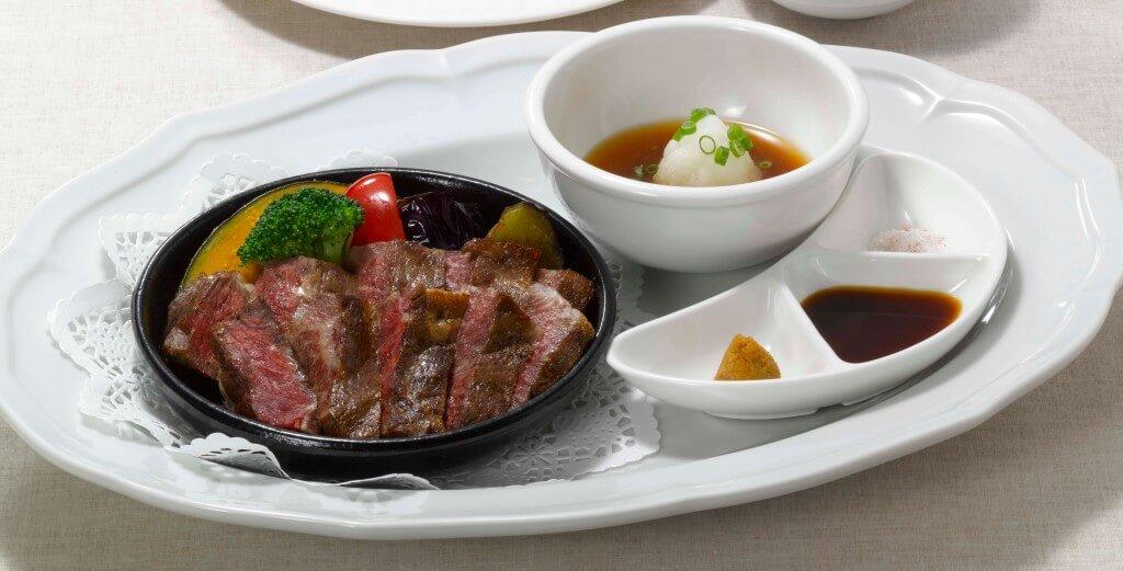 ロイヤルホストの『黒毛和牛ステーキ ~4種の味わい~』